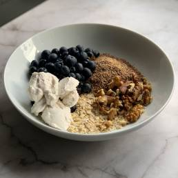 A recipe for a healthy quick oat breakfast by nutritionist Jennifer Medhurst